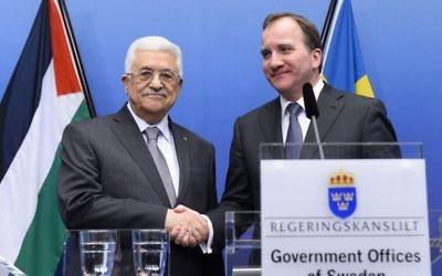 Le président de l'Autorité palestinienne, Mahmoud Abbas, et le Premier ministre suédois, Stefan Löefven, lors d'une conférence de presse, le 10 février 2015 (Crédit : AFP PHOTO/JONATHAN NACKSTRAND)