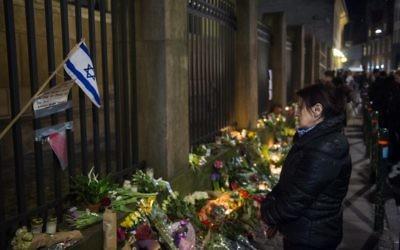 Rassemblement en mémoire des victimes du terrorisme de Copenhague - 15 février 2015 (Crédit : ODD ANDERSEN / AFP)