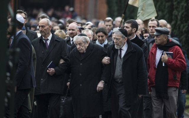 Hommage à Dan Uzan, 37 ans, lors de son enterrement dans un cimetière juif de la capitale danoise (Crédit : CLAUS BJOERN LARSEN / AFP)