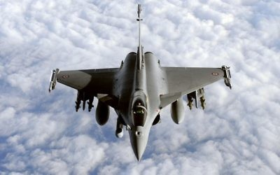 Une photo d'un rafale prise le 30 mars 2011 lors d'une action militaire en Libye (Crédit : GERARD JULIEN / AFP)