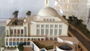 Une maquette de la mosquée de Rawabi exposée au centre des visiteurs (Crédit :  Elhanan Miller/Times of Israel)
