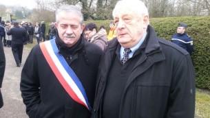 Le maire de Sarre-Union Marc Séné et le président du Crif Alsace (Crédit : Nathan Kretz/Times of Israel)