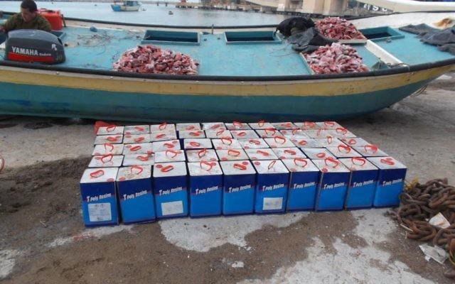 Un cargo rempli du matériel de fabrication d'armes saisi en janvier 2015 (Crédit : autorisation IDF)