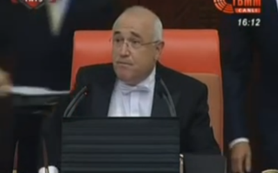 Capture d'écran Cemil Çiçek (Crédit : YouTube)