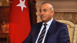 Mevlüt Cavusoglu, ministre turc des Affaires étrangères. (Crédit : capture d'écran YouTube)