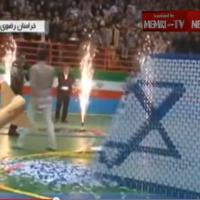 Un concours de dominos en Iran détruit Israël et son drapeau (Crédit : YouTube)
