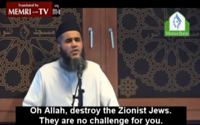 Capture d'écran de l'imam danois appelant à l'éimination des Juifs (Crédit : YouTube/MEMRI)