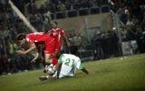 Un match de football entre les équipes palestiniennes et jordaniennes en 2008 (Crédit : Michal Fattal/Flash90)