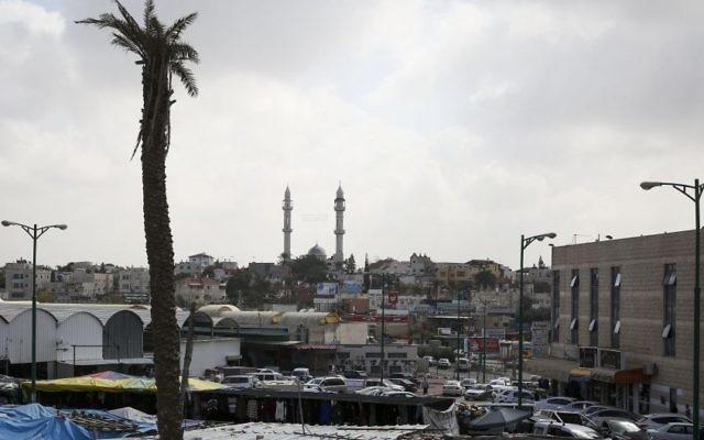 Le centre de la ville bédouine de Rahat dans le sud d'Israël le 16 février 2014 (Crédit : Hadas parush/Flash 90)