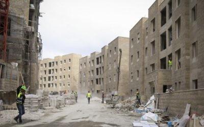 La nouvelle ville de Rawabi en construction le 23 février 2014 (Crédit : Hadas Parush/Flash 90)