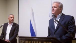 L'ancien ambassadeur aux Etats Unis  annonçant sa candidature à la Knesset le 24 décembre 2014 (Crédit : Ben Kelmer/Flash90)