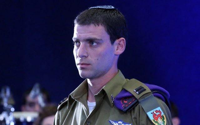 Lt. Eitan Fund lors de la cérémonie de remise de médailles le 2 février 2015 (Crédit : Flash 90)