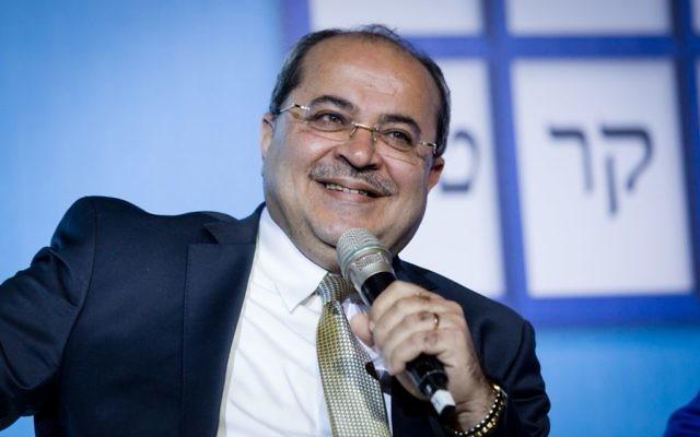 Le député Ahmad Tibi participant à un débat à la Conférence sur la démocratie le 17 février 2015 (Crédit : Amir Levy/Flash90)