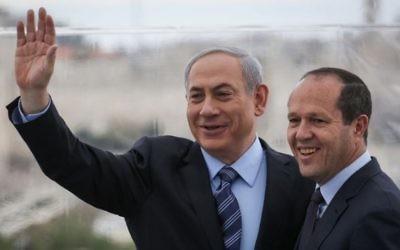 Le Premier ministre Benjamin Netanyahu et le maire de Jérusalem Nir Barkat le 23 février 2015 (Crédit : Hadas Parush/Flash90)