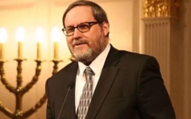 Le rabbin Barry Freundel, ancien dirigeant spirituel de la synagogue Kesher Israel (Capture d'écranYouTube/Kesher Israel)