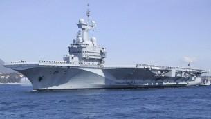 Le porte-avion Charles de Gaulle à Toulon (Crédit :  http://www.netmarine.net)