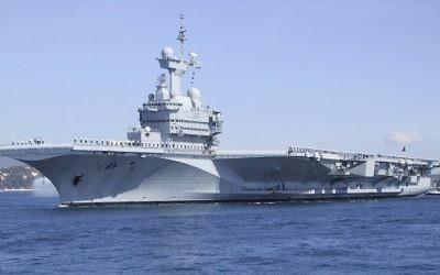 Le porte-avions Charles de Gaulle à Toulon (Crédit : http://www.netmarine.net)