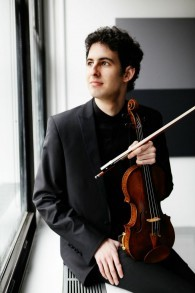 Le jeune violoniste Itamar Zorman (Crédit : Jamie Jung)