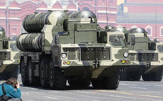 Missiles S 300 lors de la parade la Victoire sur la place rouge à Moscou le 9 mai 2009 (Crédit : Kremlin.ru/CC BY 3.0  via Wikimedia Commons)