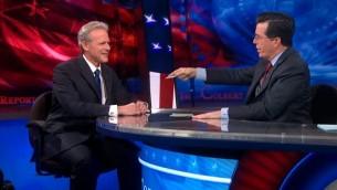 Michael Oren et Stephen Colbert dans l'émission le Colbert show le 5 mars 2013 (Crédit : Capture d'écran Comedy Central)