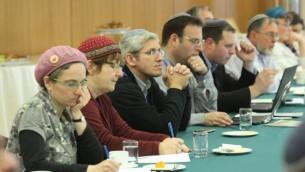 Les rabbins et Beit Hillel débattant de la volonté de personnes ayant des déficiences cognitives à célébrer leur bar ou bat Mitzvah ou leur mariage (Crédit : Autorisation de Beit Hillel)
