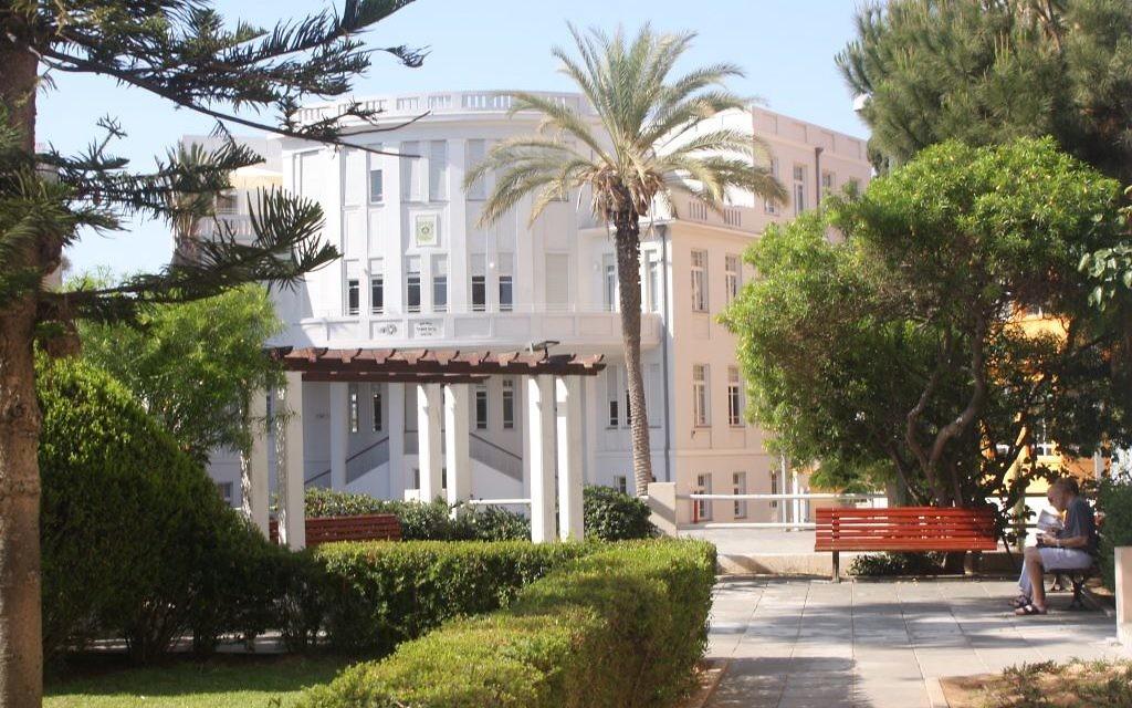 L'ancienne mairie de Tel Aviv sur la rue Bialik (Crédit : Shmuel Bar-Am)