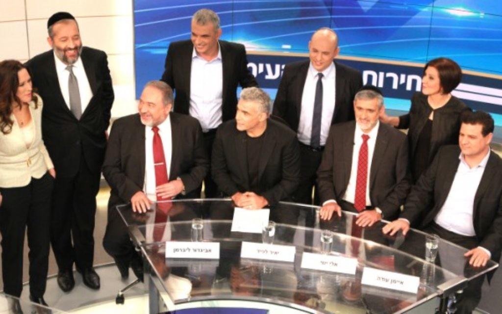 Le ministre des Affaires étrangères et chef du parti Yisrael Beytenu Avigdor Liberman président (en bas L), Yair Lapid, leader du parti, Yesh Atid, le chef  du parti Yahad, Eli Yishai (en bas 2d), leader de la liste arabe combinée, Ayman Odeh (en bas d), leader du parti Meretz Zahava Gal On (supérieure R), leader de l'ultra-orthodoxe parti Shas, Aryeh Deri (supérieure 2d), chef de Habayit Hayehudi (d'accueil juive), le parti, Naftali Bennett (supérieure 2g) et chef de la partie Koulanou Moshe Kahlon (supérieure g) - 26 février 2015. (Crédit : Deuxième chaîne)