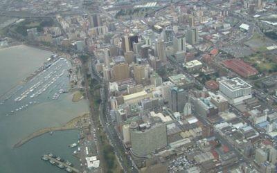 Vue aérienne sur la ville de Durban (Crédit : Wikimedia communs)