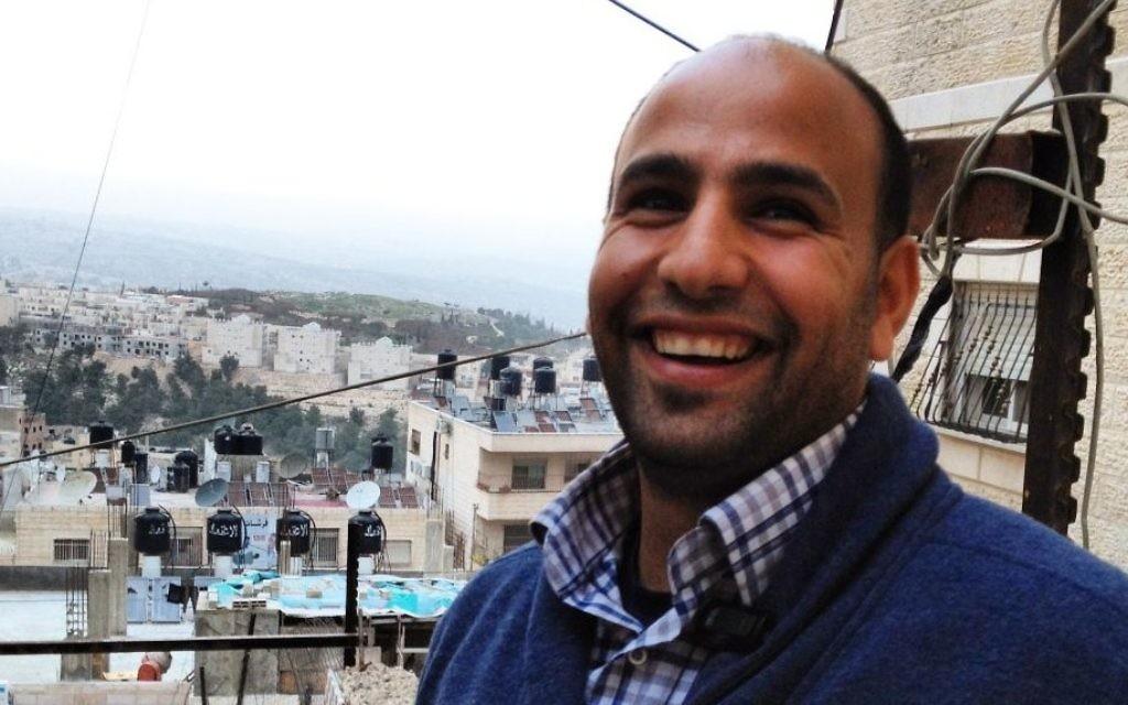 Bahaa Nababteh, président de l'Equipe d'urgence de paix, au camp de réfugiés de Shuafat [Crédit : Elhanan Miller/Times of Israel]