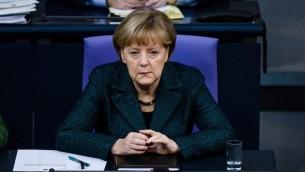 Angela Merkel au Bundestag, le 26 novembre 2014. (Crédit : AFP/Clemens Bilan)