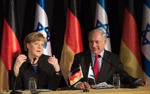 La chancelière allemande Angela Merkel et le Premier ministre Benjamin Netanyahu pendant une conférence de presse conjointe à l'hôtel King David à Jérusalem, le 25 février 2014. (Crédit : Menahem Kahana/AFP)