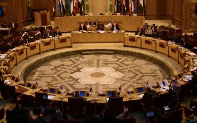 Des représentants de la Ligue arabe participent à une réunion au siège de la Ligue arabe au Caire, le 5 Janvier 2015. (Crédit : AFP/Mohamed el-Shahed)