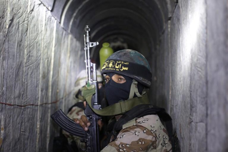 Un membre du Jihad islamique palestinien dans un tunnel, le 6 mars 2015 (Crédit : afp)