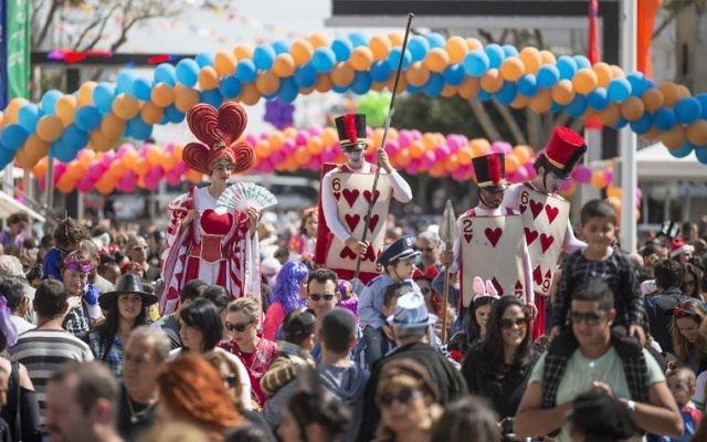 Pourim 2015 en Israël (Crédit : AFP PHOTO / JACK GUEZ)