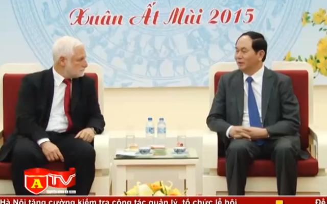 Capture d'écran Dan Harel et Trân Dai Quang à Hanoi - 3 mars 2015  (Crédit : YouTube)