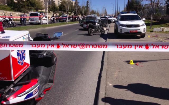 Capture d'écran de la scène de l'attaque à la voiture-bélier du 6 mars (Crédit : Twitter/Micky Rosenfeld)