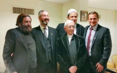 Capture d'écran du président du CREFOM, Patrick Karam, l'imam de Drancy, le père Alain de la Morandais, le rabbin Moshe Sabag et Marek Halter au Bahrein - le 11 mars (Crédit : Compte officiel du Conseil représentatif des Français d'Outre-mer)