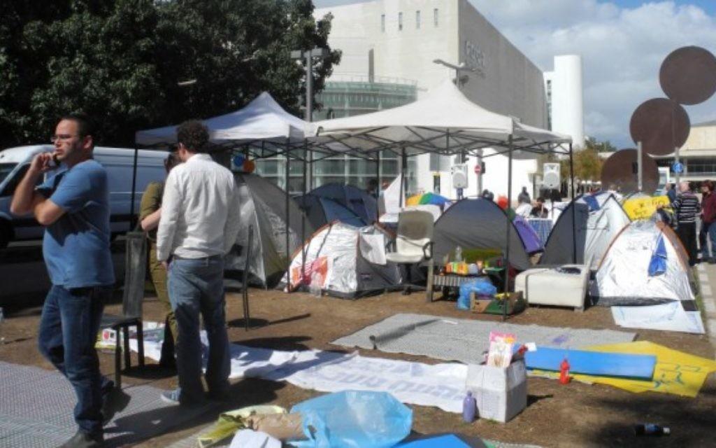 Des tentes sur le boulevard de Rothschild contre le prix des logements - 2 mars 2015 (Crédit : Melanie Lidman