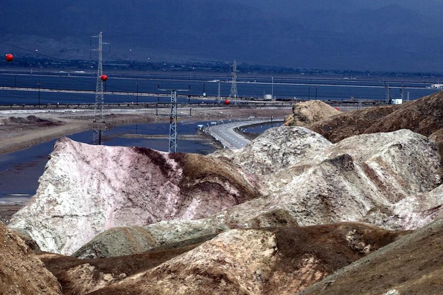 Une montagne de potasse à l'usine de la Mer Morte (Crédit : Yossi Zamir / Flash90)