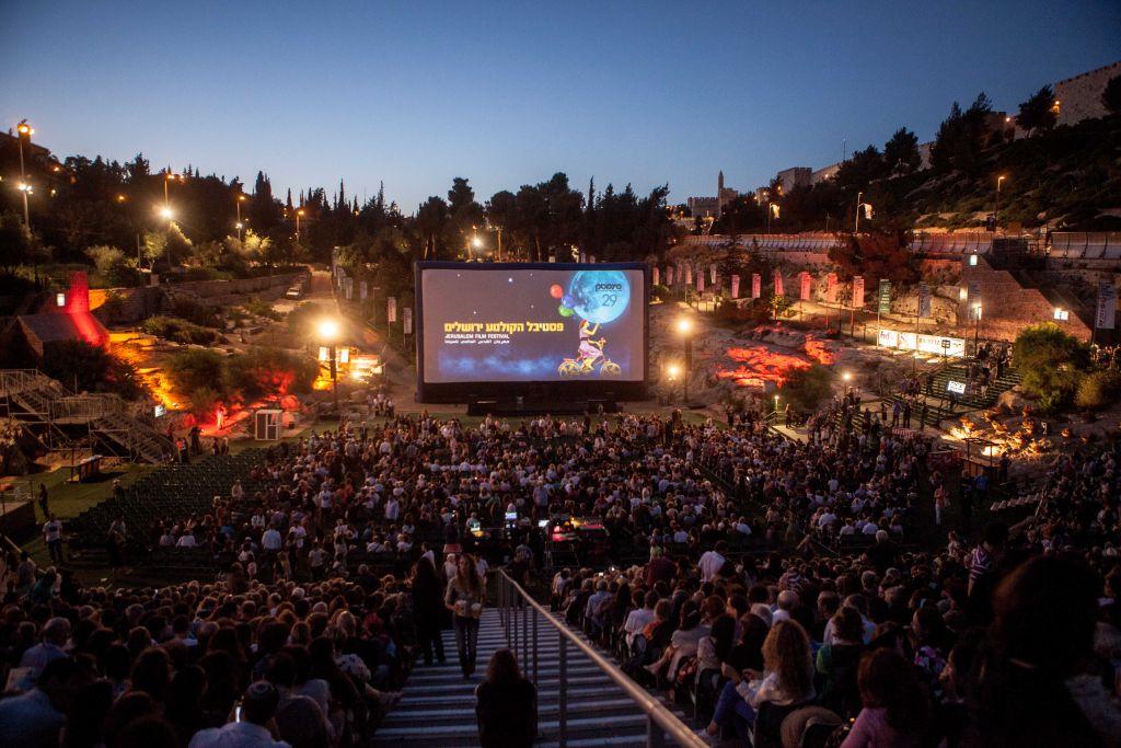 Alors que certains événements de la Cinémathèque de Jérusalem attirent une foule immense, comme la soirée d'ouverture annuelle du festival du film d'été, le public est principalement composé de Juifs israéliens (Crédit : Uri Lenz/Flash 90)