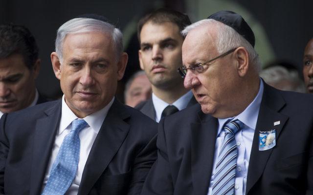 Le Premier ministre Benjamin Netanyahu et le président Reuven Rivlin au service de commémoration d'Yitzhak Rabin à Jérusalem le 5 mai 2014. (Crédit : Miriam Alster/Flash90)