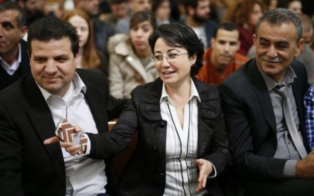 Hanin Zoabi, députée de la Liste arabe unie, accompagnée de ses collègues Ayman Odeh (à gauche) et  Jamal Zahalka, à la Cour suprême, à Jérusalem, le 17 février 2015. (Crédit : David Vaaknin/Flash90)