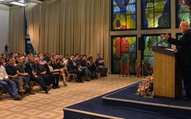 Le président Reuven Rivlin à la rencontre des citoyens israéliens abstentionnistes le 10 mars 2015 ( Crédit :  Kobi Gideon/GPO)