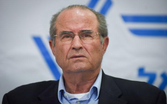 L'ancien directeur du Mossad Shabtai Shavit à la conférence de presse à Tel Aviv le 11 mars 2015 (Crédit : Ben Kelmer/FLASH90)