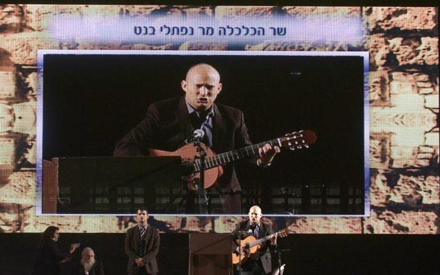 Naftali Bennett lors du meeting du 15 mars 2015 à Tel-Aviv (Crédit : Flash 90)