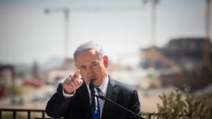Le Premier ministre Benjamin Netanyahu lors d'une conférence de presse à Har Homa, à Jérusalem-Est, le 16 mars 2015 (Crédit : Yonatan Sindel/Flash90 )