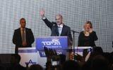 Le Premier ministre Benjamin Netanyahu et son épouse Sara au siège du Likud à Tel Aviv, après sa victoire aux élections générales, dans la nuit du 17 au 18 mars 2015. (Crédit : Miriam Alster/Flash90)