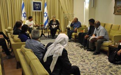 Reuven Rivlin reçoit une délégation d'Arabes israéliens à la résidence de Jérusalem- 29 mars 2015 (Crédit : Flash 90)