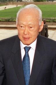 L'ancien Premier ministre de Singapour Lee Kuan Yew en 2002 (Crédit : Wikimedia Commons, domaine public / Robert D. Ward)