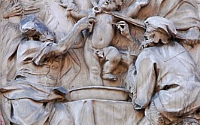 Cette plaque au Palazzo Salvadori à Trente, en Italie, illustre le martyre supposée de Simon de Trente aux mains des Juifs (Crédit : Wikimedia Commons / JTA)